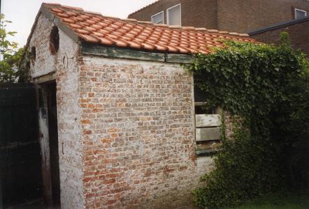 B-0076 Bruinisse. Oudestraat. Het arrestantenlokaal (in de volksmond ook wel genaamd het Bodekotje) was gelegen achter ...