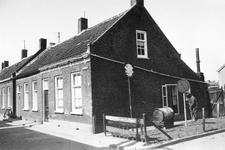 B-1445 Bruinisse. Bergstraat. De huizen Bergstraat nr. 13 en 11. Deze zijn in 1971 gesloopt