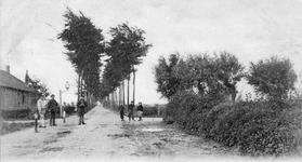 B-1494 Bruinisse. Dorpsweg. Via de Dorpsweg kan men van Bruinise naar de halte van de stoomtram (R.T.M.) aan de ...