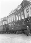 BRO-0936A Brouwershaven. Markt Zuidzijde. Wagons van de tram staan klaar voor transport via haven met schip Hellegat