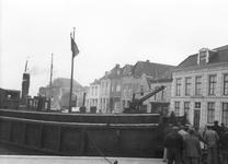 BRO-0937A Brouwershaven. Haven. Het schip de De Hellegat ligt klaar om wagons van tram te transporteren
