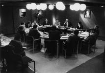 BRU-2313 Bruinisse. Gemeentehuis. Gemeenteraadsvergadering, onder voorzitterschap van burgemeester A. Vogelaar.