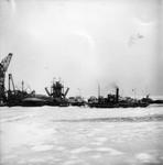 BRU-2378 Bruinisse. Haven. Ingevroren baggermateriaal met de ijsbreker ss Jan Blanken van Rijkswaterstaat.
