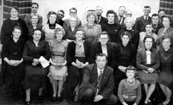 BRU-2411B Bruinisse. Het Nederlands Hervormd Kerkkoor. Achterste rij v l.n.r: Wim Haak, Dane Jumelet, Hendrik E. ...