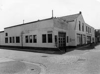 BRU-2466 Bruinisse. Hoek Margrietstraat-Nieuwstraat. Garage van Marien Elenbaas, daarna van Van Zuidgeest, in 2010 de ...