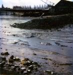 BRU-2486 Bruinisse. Vissershaven. De haveningang, tijdens laag water. Aan de andere zijde het Kleindammetje en de ...