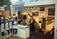 BRU-2491 Amsterdam. RAI. Watersporttentoonstelling HISWA. Presentatie van de Grevelingen. De stand van Bruinisse met ...
