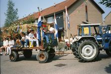 BRU-2664 Bruinisse. Locatie onbekend. 50 jaar bevrijding. Een versierde wagen in de optocht