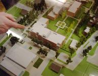 BRU-2789 Bruinisse. Molenstraat. Maquette van het te bouwen complex de 'Hertenhof', op de plaats van het voormalige ...