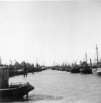 BRU-2824 Bruinisse. Haven. De vissersboten liggend nog in de oude vissershaven