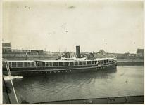 BRU-2891 Bruinisse. Zijpe. De passagiersboot Minister C. Lely in de zgn. tramhaven. Deze boot onderhield twee maal ...