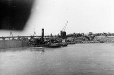 D-0274D Nieuwerkerk / Stevensluis. Sluiting van het dijkgat.