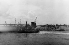 D-0275D Nieuwerkerk / Stevensluis. Sluiting van het dijkgat.