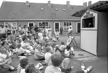 JVH-0892 Burgh-Haamstede. Ring. Poppenkast tijdens de Ring Promotiondag. Jeugdige toeschouwers tijdens de voorstelling ...