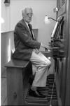 JVH-1032 Dreischor. Ring. Organist Dirk Janz. Zwart geeft in de zomer van 1988 vier weken achtereen op donderdagavond ...
