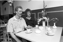 JVH-1246 Zierikzee. Melkmarkt. Ben en Karin Verloo-ten Haaf openen Koffiehuis Melkmarkt
