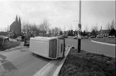 JVH-1266 Zierikzee. N59/Nieuwe Koolweg. Rotonde. Aanrijding waarbij een personenauto op een bestelbus rijdt. Beide ...