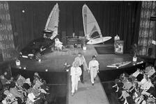 JVH-1395 Zierikzee. Paardenstraat. Concertzaal Mondragon. Modeshow verzorgd door acht eilandelijke bedrijven, waaronder ...