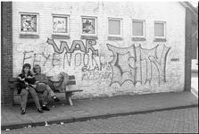 JVH-1478 Oosterland. Koninginneplein. Wijkgebouw. Kruisvereniging Schouwen-Duiveland ergert zich aan de graffiti op het ...