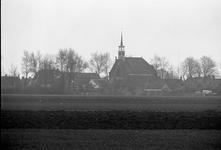 JVH-1680 Kerkwerve. Heuvelsweg. Dorpsgezicht in tegenlicht, met silhouet van de Nederlands Hervormde kerk op de Ring, ...