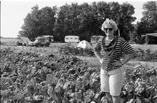 JVH-5132 Scharendijke. Elkezeeseweg. Wilma van der Weele, eigenaresse van mini-camping Terra Promessa.