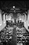 JVH-5231 Renesse. Lange Reke. Een volle Jacobuskerk bij de traditionele Renesse-Ouverture. Naar schatting 250 mensen ...