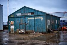 JVH-8037 Bruinisse. Havenkade. Een oude loods van de Oosterschelde Jachtwerf aan de Havenkade
