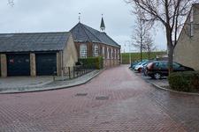 JVH-8043 Bruinisse. Bergstraat. Het kruispunt Bergstraat, met naar links de Van Hertsbekestraat en naar rechts de ...