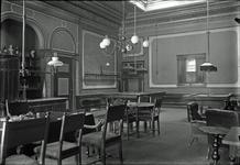 M-0013 Zierikzee. Oude Haven. Interieur van Societeit 'De Vereeniging anno 1802 te Zierikzee'. Later werd dit ...