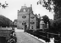 REN-0617 Renesse. Slot Moermond. Het kasteel bestaat uit een vierkant bakstenen gebouw en latere aanbouwen uit het ...