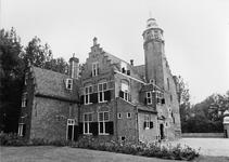 REN-0618 Renesse. Slot Moermond. Het kasteel bestaat uit een vierkant bakstenen gebouw en latere aanbouwen uit het ...