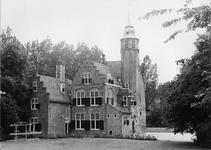 REN-0619 Renesse. Slot Moermond. Het kasteel bestaat uit een vierkant bakstenen gebouw en latere aanbouwen uit het ...