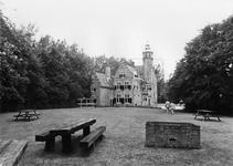 REN-0620 Renesse. Slot Moermond. Het kasteel bestaat uit een vierkant bakstenen gebouw en latere aanbouwen uit het ...