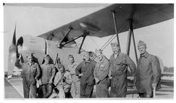 RK-0190 Haamstede. Vliegveld. Onderhoudspersoneel bij een Koolhoven FK-51.