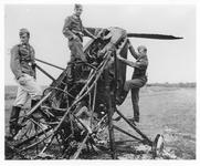 RK-0195 Haamstede. Vliegveld met vliegtuigwrak, een Koolhoven FK-51.