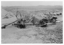 RK-0196 Haamstede. Vliegveld met het wrak van de Fokker F-VII/3m, De Postduif (alias opoe ), waarmee men in de laten ...