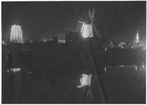 RK-0441 Zierikzee. Verlichte monumenten. Links: Sint Lievensmonstertoren, midden: molen De Hoop, rechts: Stadhuistoren.