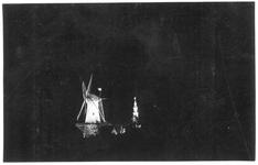 RK-0455 Zierikzee. Molen De Hoop en op de achtergrond de stadhuistoren.