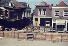 RK-1556 Zierikzee. Watersnoodramp 1953. Nieuwe Haven,, hoek Zevenhuisstraat. Links: het verwoeste Hotel Smalheer. ...