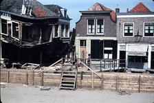 RK-1561 Zierikzee. Watersnoodramp 1953. Nieuwe Haven,, hoek Zevenhuisstraat. Links: het verwoeste Hotel Smalheer. ...