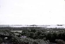 RK-1722 Noordwelle. Watersnoodramp 1953. Gezicht in de polder vanaf het duin t.h.v. restaurant 't Klokje aan de ...