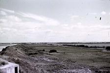 RK-1723 Noordwelle. Watersnoodramp 1953. Gezicht in de polder vanaf het duin t.h.v. restaurant 't Klokje aan de ...