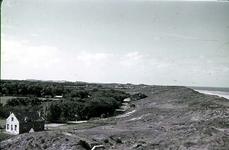 RK-1725 Noordwelle. Watersnoodramp 1953. Gezicht richting Renesse vanaf het duin t.h.v. restaurant 't Klokje aan de ...