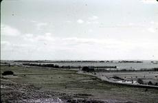 RK-1727 Noordwelle. Watersnoodramp 1953. Gezicht in de polder vanaf het duin t.h.v. restaurant 't Klokje aan de ...