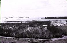 RK-1728 Noordwelle. Watersnoodramp 1953. Gezicht in de polder vanaf het duin t.h.v. restaurant 't Klokje aan de ...