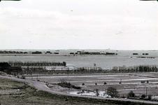 RK-1729 Noordwelle. Watersnoodramp 1953. Gezicht in de polder vanaf het duin t.h.v. restaurant 't Klokje aan de ...