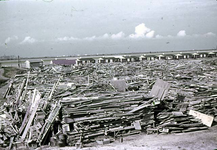 RK-1732 Zierikzee. Watersnoodramp 1953. Noodwoningen op het afgegraven Beijersdijkje aan de Al te kleinseweg. Opslag ...