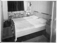 RK-1860 Zierikzee. Oude Haven. Slaapkamer van hotel Mondragon.