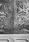 RK-1955 Zierikzee. Poststraat 45. Detail goudleren behang in de Regentenkamer. Sinds 1863 Burgerweeshuis. Het gebouw ...