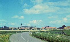 RK-2050 Noordwelle. Provinciale weg. Panorama. De Provinciale weg is nog een klinkerweg en liep bij de boerderij van ...